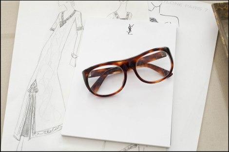 המשקפיים האיקוניות של סן לורן, ורישומים שלו