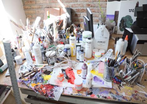 בסטודיו של האמן העכשווי