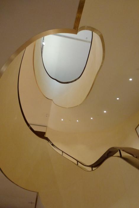 במעלה המדרגות של לואי ויטון