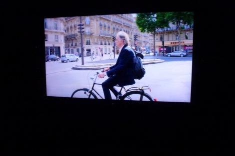 פול בפאריז רוכב אל תצוגת האופנה שלו