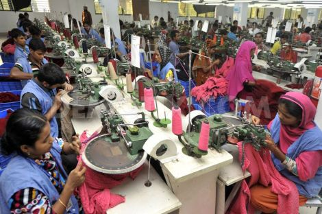 1384496002-bangladesh-garment-workers-at-a-dhaka-factory_32333971