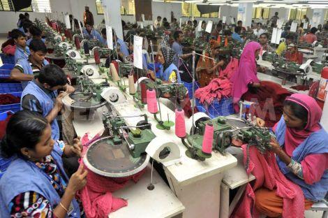 1384496002-bangladesh-garment-workers-at-a-dhaka-factory_32333971