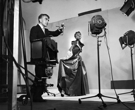 הורסט מביים צילום אופנה בסטודיו של ווג, 1939