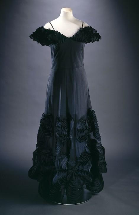 Jeanne Lanvin (1867-1946). Robe du soir, natté noir recouvert de tulle noir, tarlatane noire. Griffe : Jeanne Lanvin - Paris, été 1937. Galliera, musée de la Mode de la Ville de Paris.