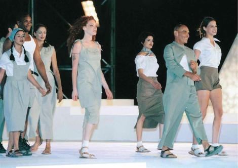 תצוגת אופנה אילנה אפרתי בהשראת אתא, לכבוד 50 שנה למדינת ישראל, 1998.